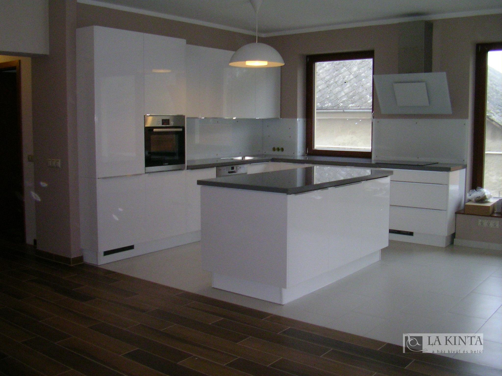 Elkészült egy ház - Lakinta csempe és fürdőszoba